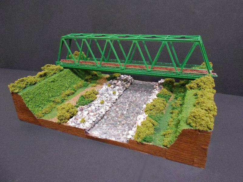 単線ミニモジュールレイアウト・鉄橋のある風景-1010