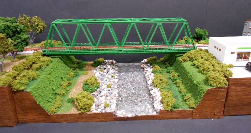 単線ミニモジュールレイアウト・鉄橋のある風景-1011