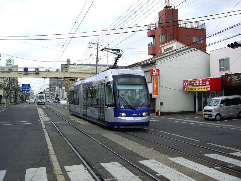 岡山電気軌道2013・MOMOとくろ-2001