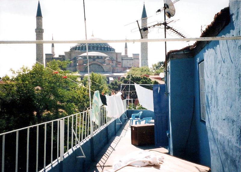 ユーラシア大陸鉄道横断旅行 Go West!1996その75・イスタンブール・街の食堂と日本人女性-7501