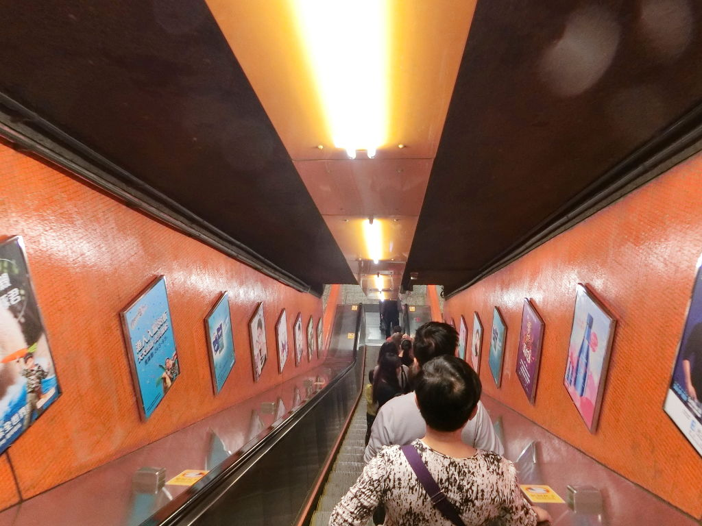 香港・小心地滑友の会 その16・駅のポスター2018春-1603