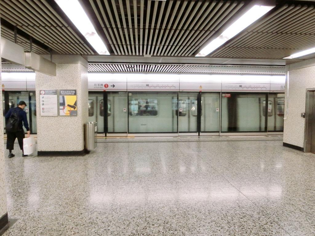 香港・小心地滑友の会 その16・駅のポスター2018春-1604