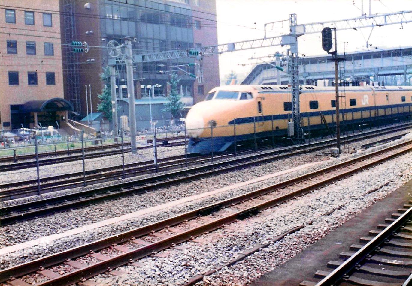 新幹線・ドクターイエロー1990-9001
