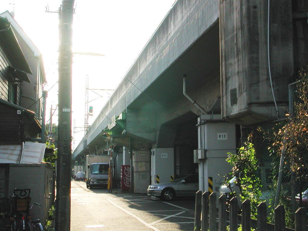 東京・西荻窪の東京外郭環状架道橋2006秋-1002