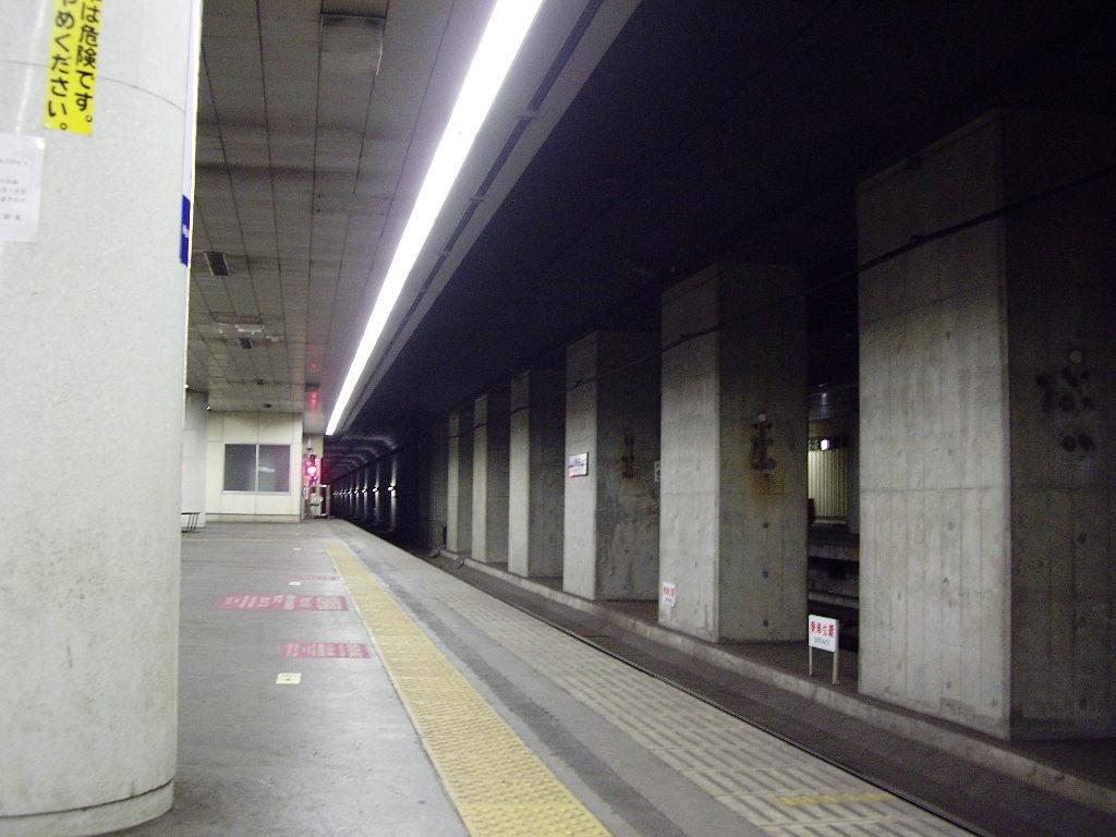 京成・東成田駅2010-1112