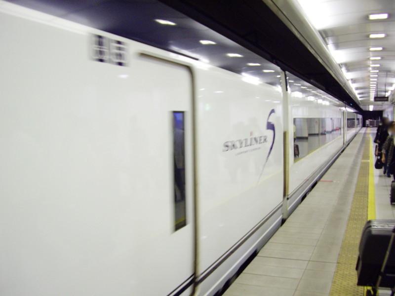 京成・成田スカイアクセス2011-1003