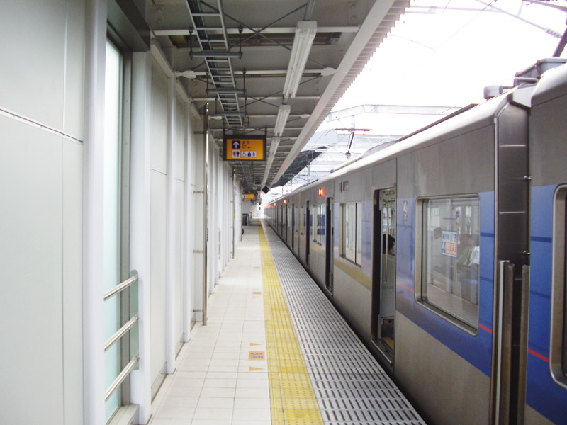 京成・成田スカイアクセス2011-1012
