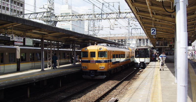 近鉄・大和西大寺駅2014-8002