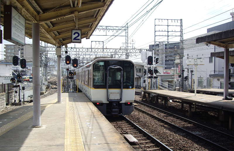 近鉄・大和西大寺駅2014-8003