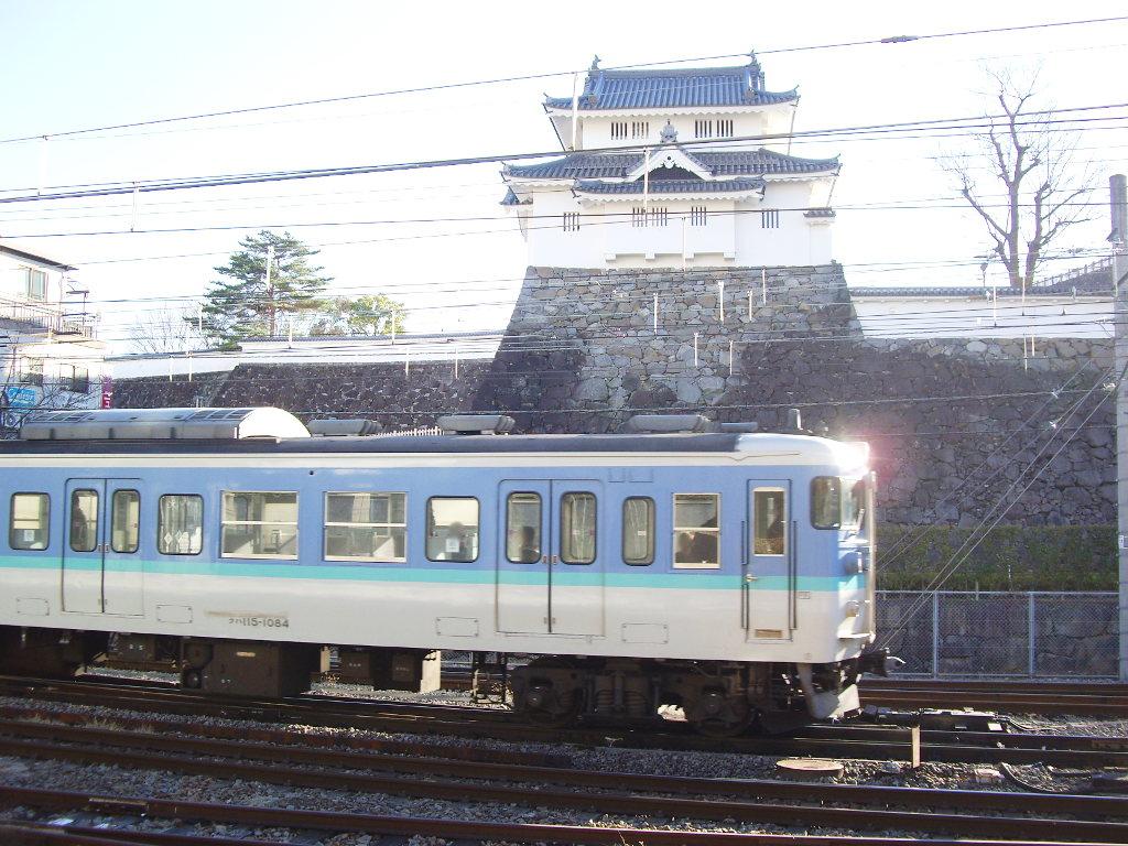 山梨・お城とEF64形機関車・甲府駅2014新春-1103