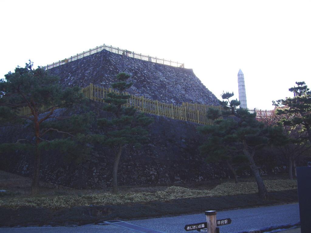 山梨・お城とEF64形機関車・甲府駅2014新春-1110