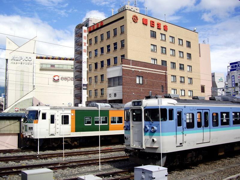 信州・松本駅の特急列車2009-1101