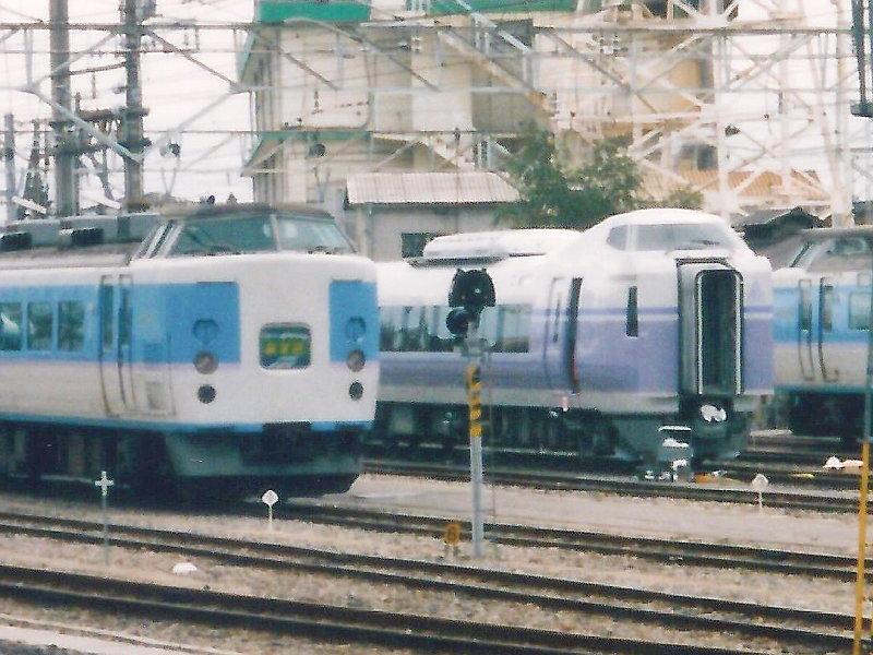 信州・松本駅の特急列車2009-1103