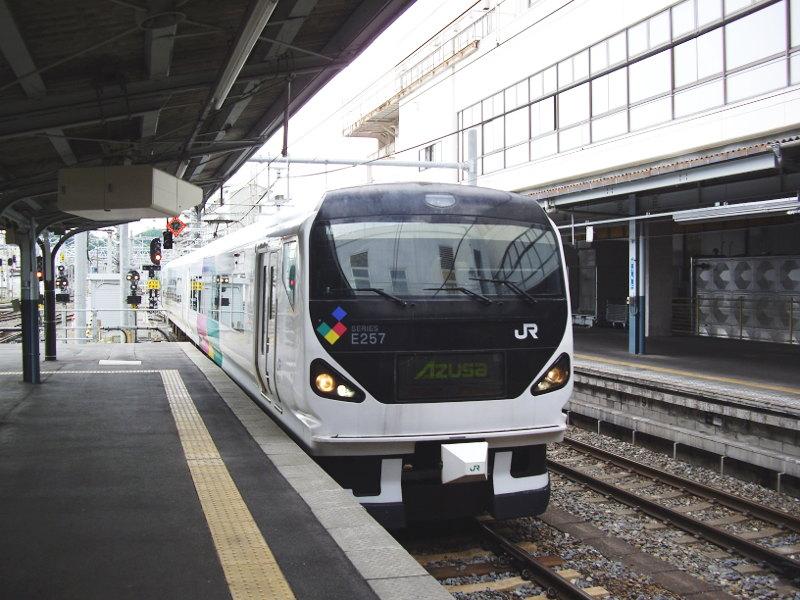 信州・松本駅の特急列車2009-1105