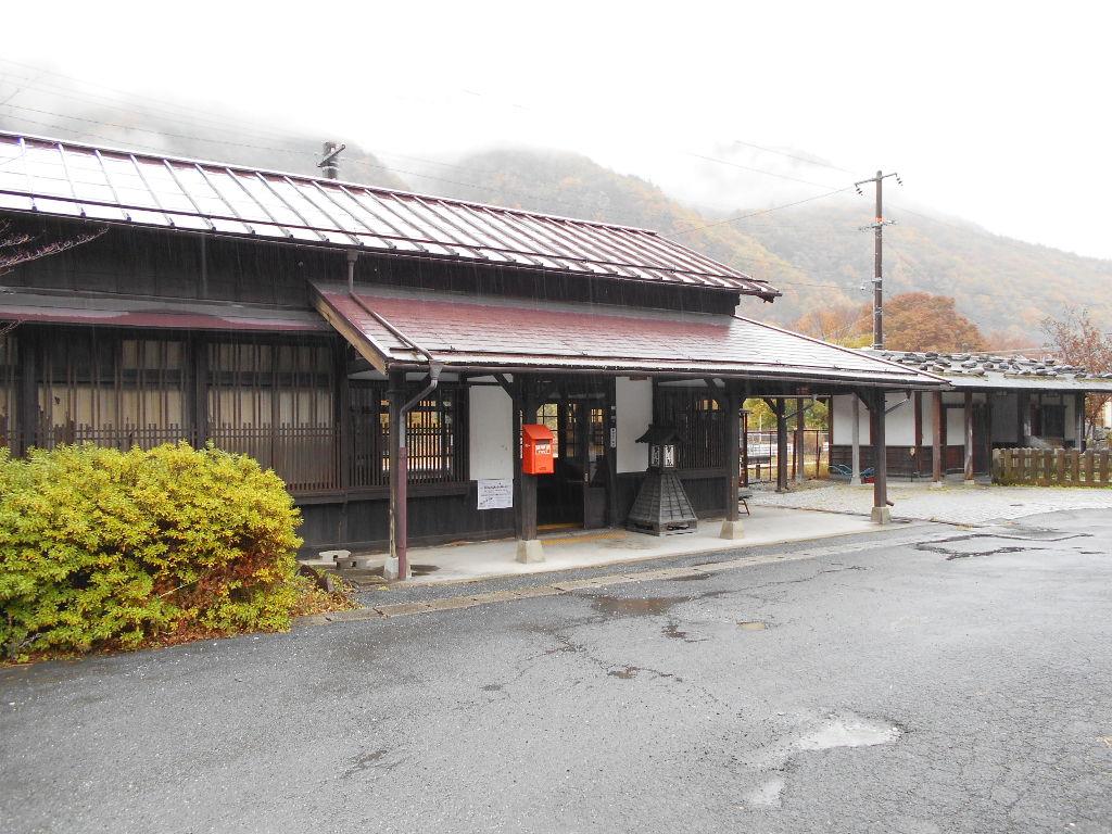 紅葉の木曽路・贄川駅2014-1502