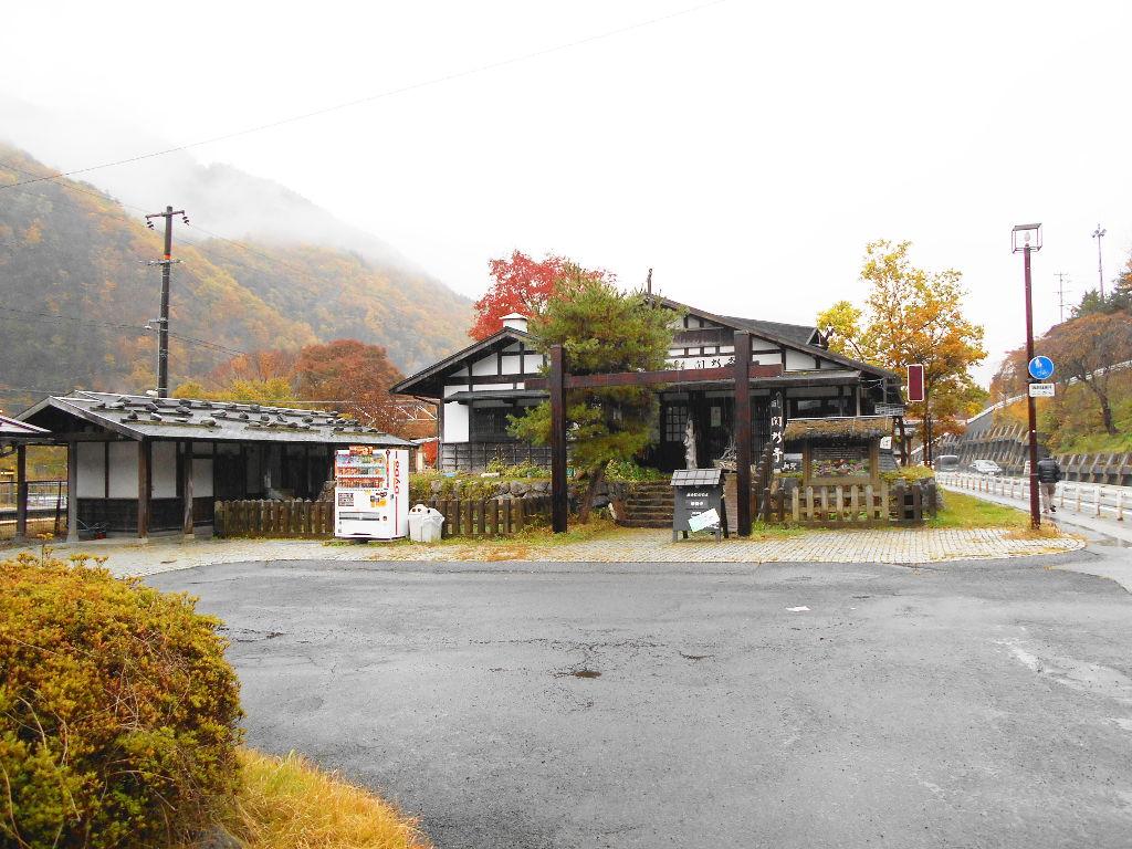 紅葉の木曽路・贄川駅2014-1503