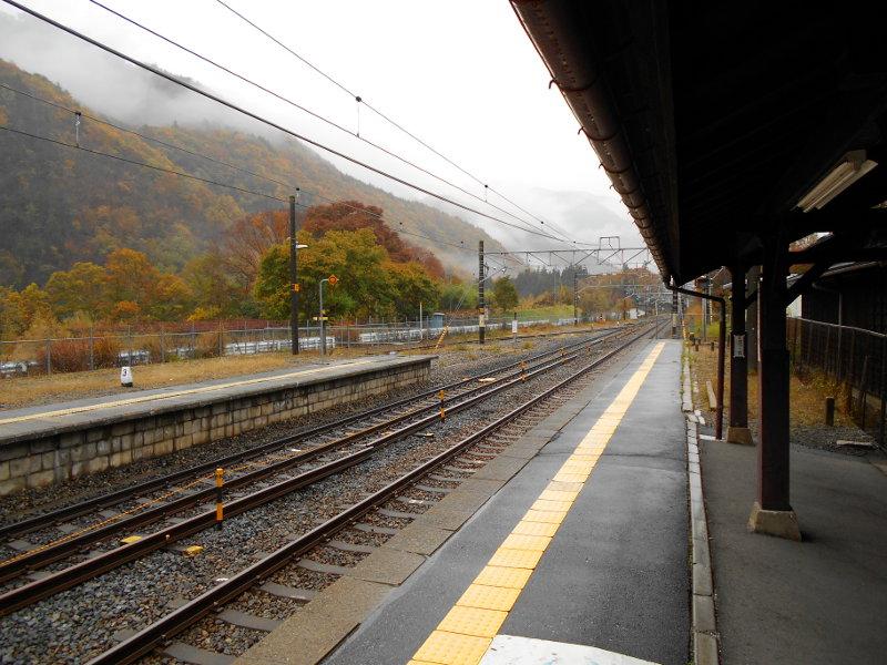 紅葉の木曽路・贄川駅2014-1510