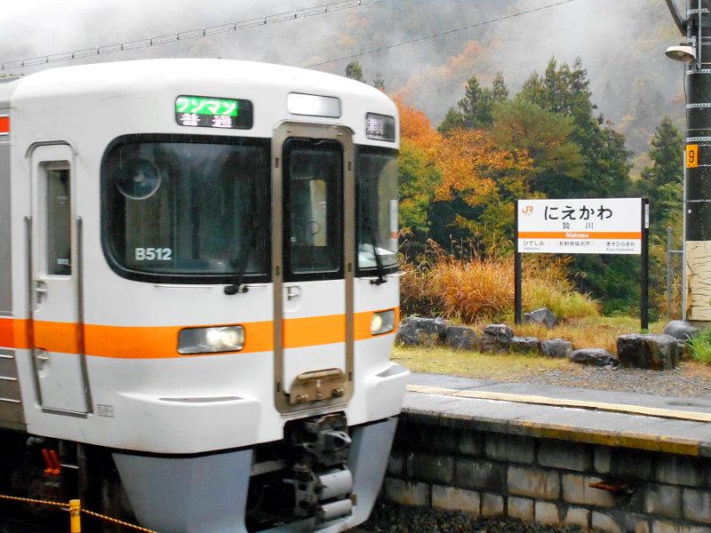 紅葉の木曽路・贄川駅2014-1514
