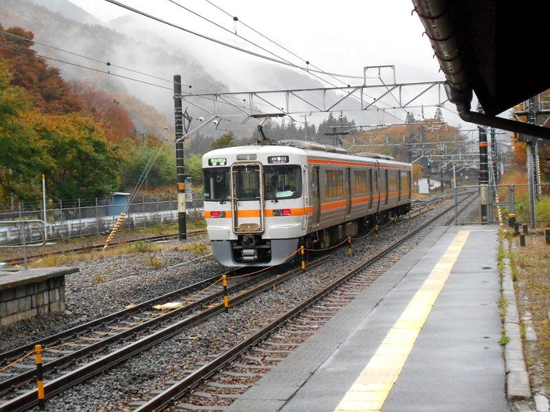 紅葉の木曽路・贄川駅2014-1515