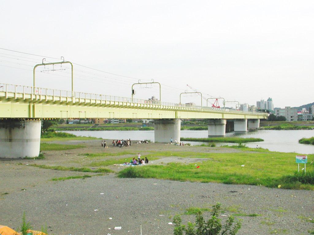 小田急線・和泉多摩川の鉄橋2005-1001