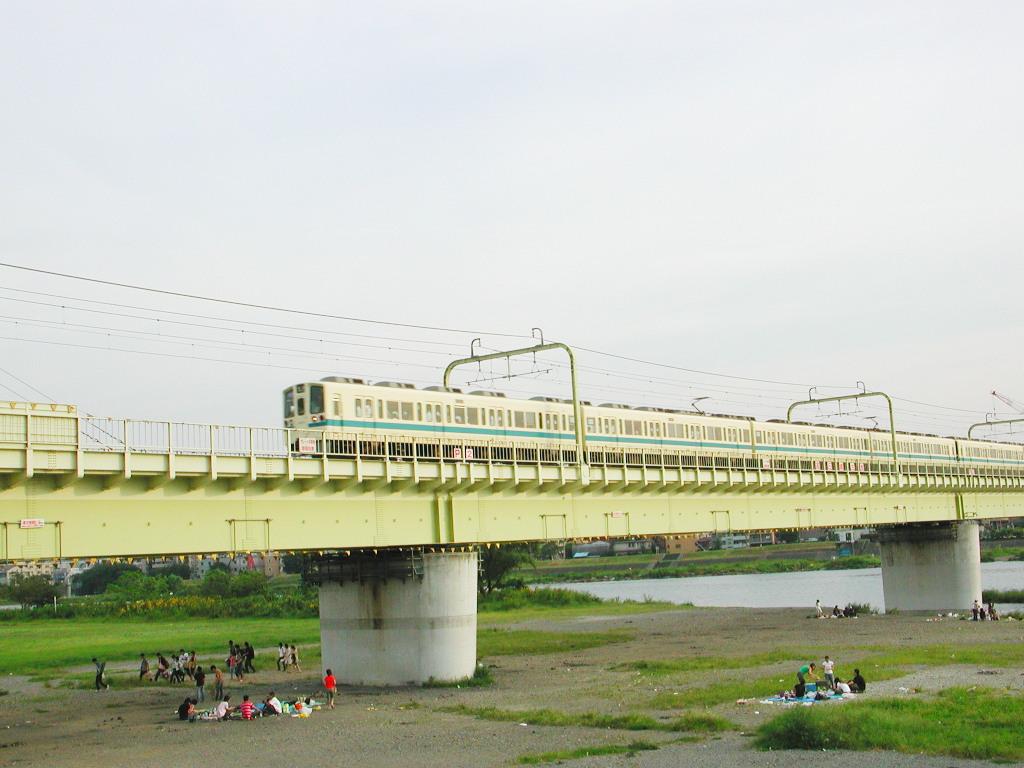 小田急線・和泉多摩川の鉄橋2005-1002