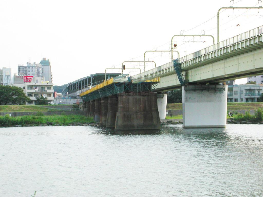 小田急線・和泉多摩川の鉄橋2005-1006