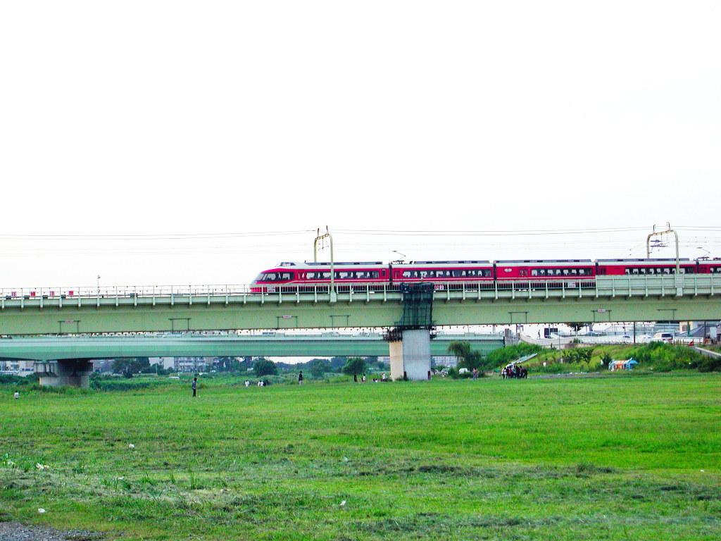 小田急線・和泉多摩川の鉄橋2005-1009