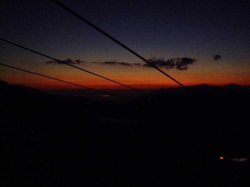 箱根登山鉄道と夕暮れの富士山2012-7007