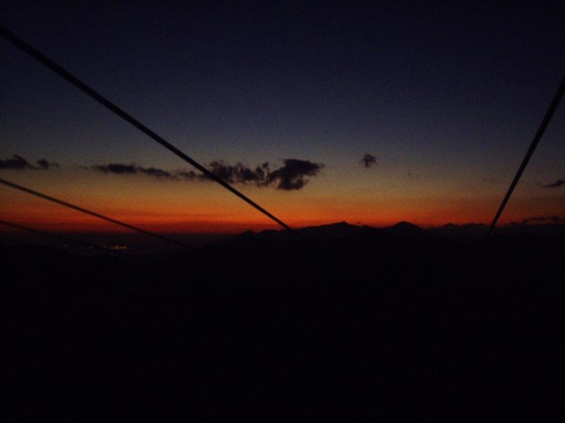 箱根登山鉄道と夕暮れの富士山2012-7008