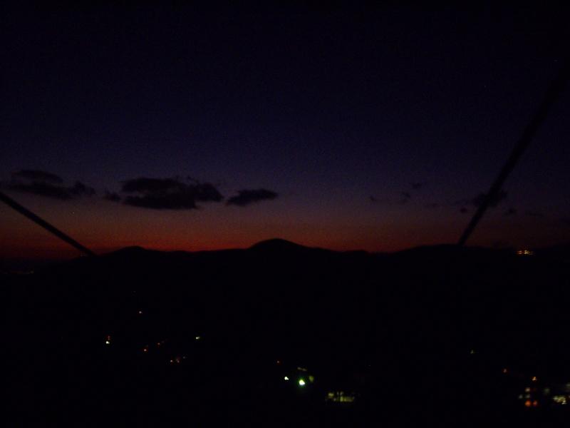 箱根登山鉄道と夕暮れの富士山2012-7009