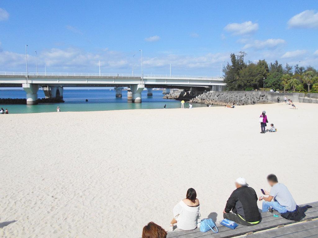 沖縄・那覇で年越し2018その14・波の上ビーチでオリオンビール-2405
