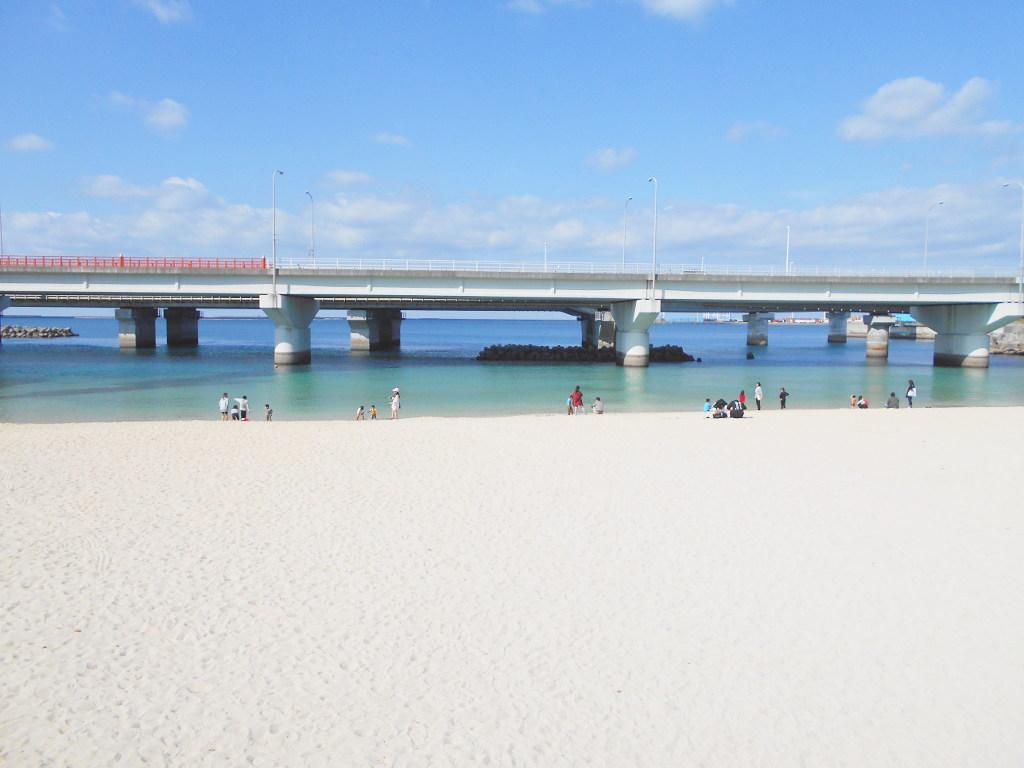 沖縄・那覇で年越し2018その14・波の上ビーチでオリオンビール-2407