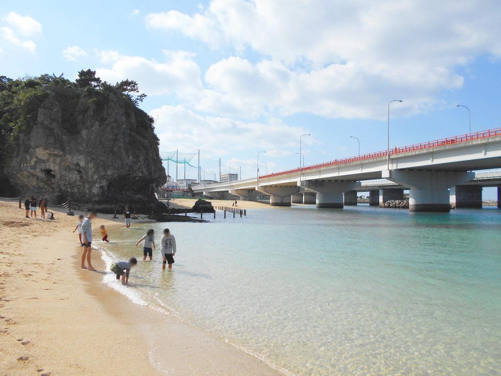 沖縄・那覇で年越し2018その14・波の上ビーチでオリオンビール-2410