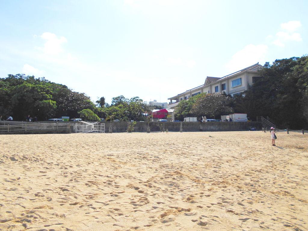 沖縄・那覇で年越し2018その14・波の上ビーチでオリオンビール-2411
