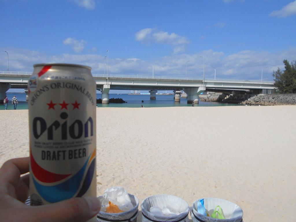 沖縄・那覇で年越し2018その14・波の上ビーチでオリオンビール-2416