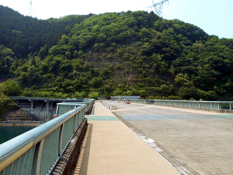 秩父・浦山ダム2016その3・ダムのてっぺんを探検-9701