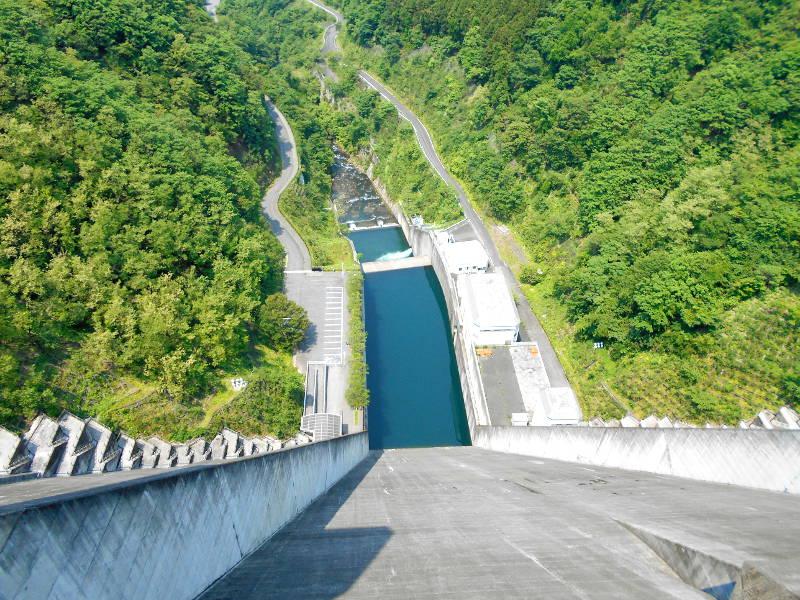 秩父・浦山ダム2016その3・ダムのてっぺんを探検-9703