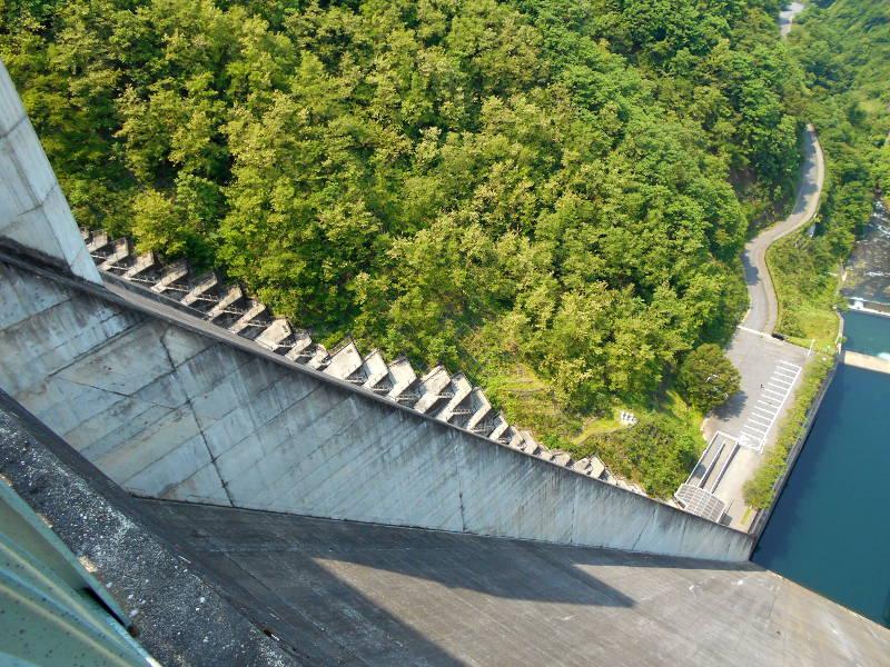 秩父・浦山ダム2016その3・ダムのてっぺんを探検-9704