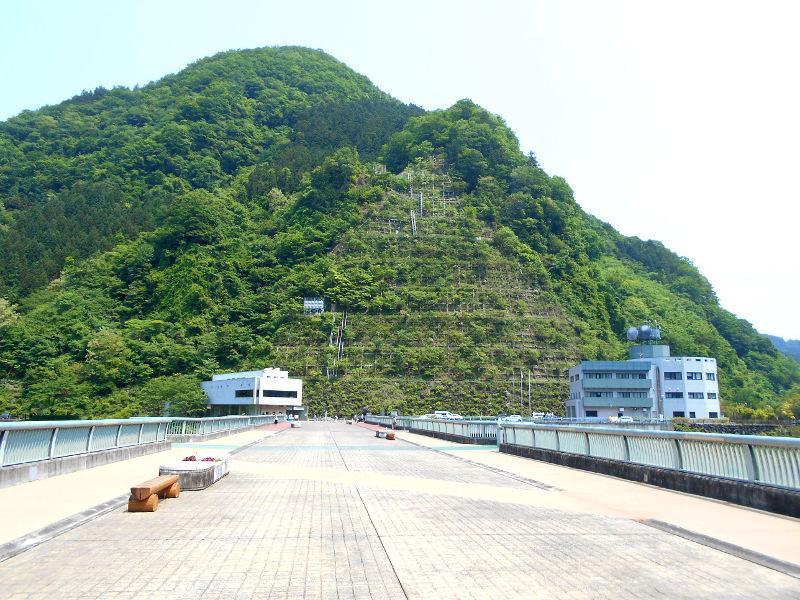 秩父・浦山ダム2016その3・ダムのてっぺんを探検-9707