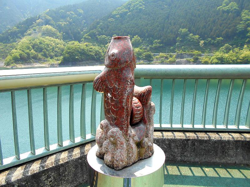 秩父・浦山ダム2016その3・ダムのてっぺんを探検-9708
