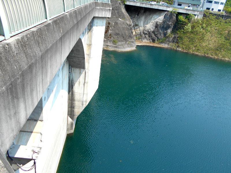 秩父・浦山ダム2016その3・ダムのてっぺんを探検-9710