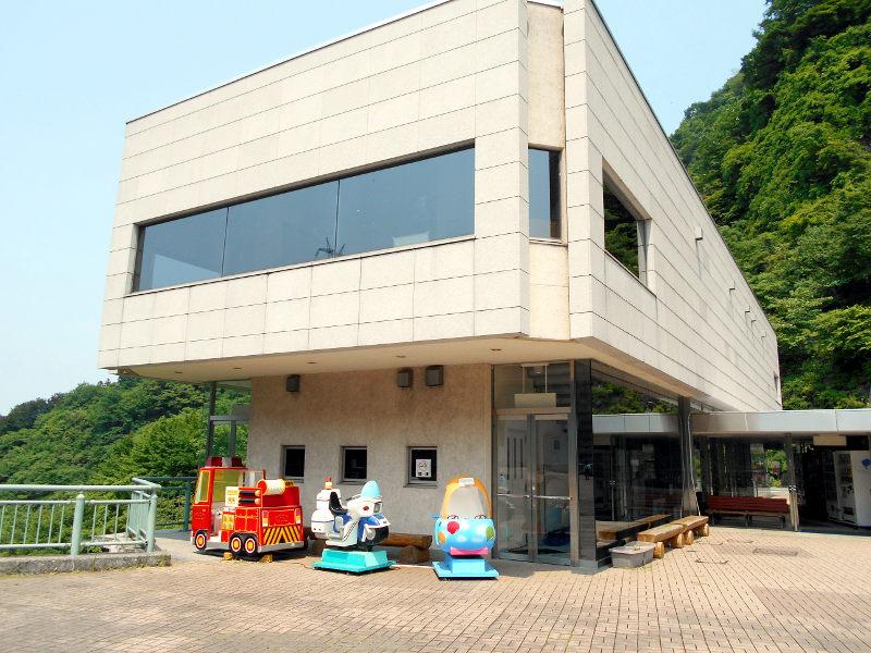 秩父・浦山ダム2016その3・ダムのてっぺんを探検-9711