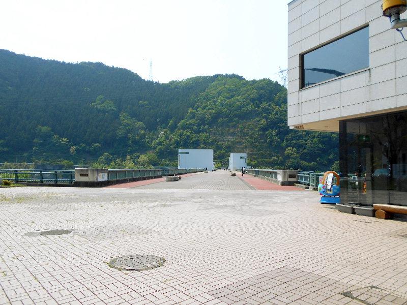 秩父・浦山ダム2016その3・ダムのてっぺんを探検-9715