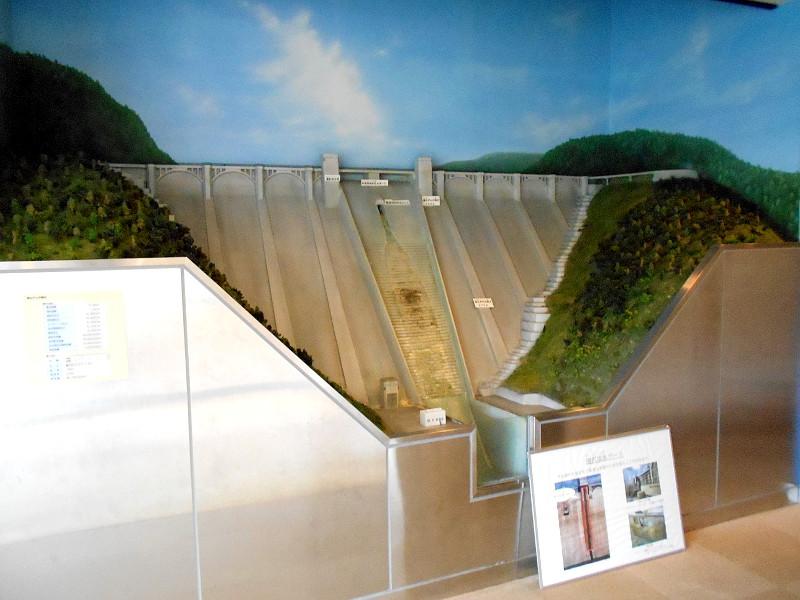 秩父・浦山ダム2016その3・ダムのてっぺんを探検-9723
