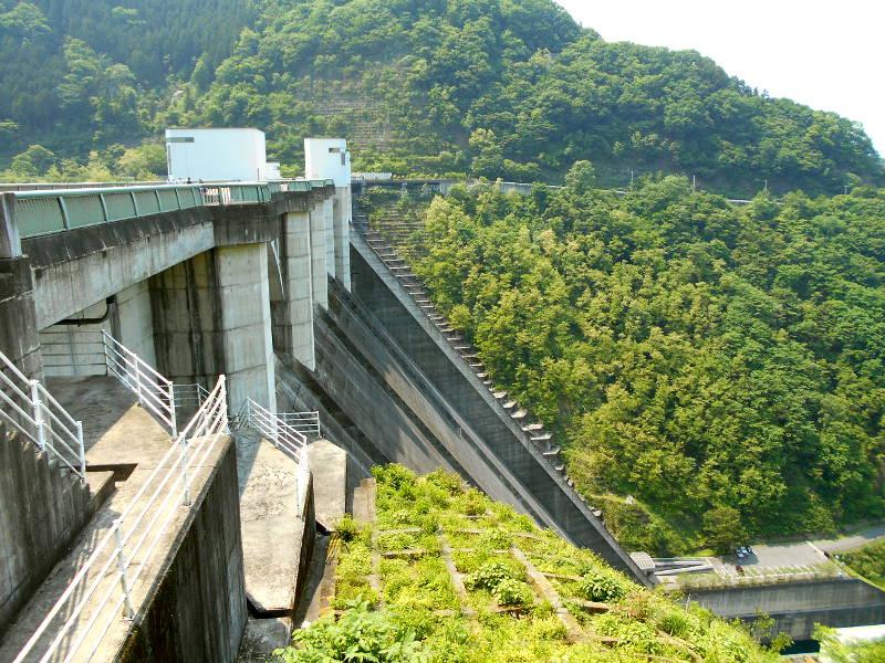 秩父・浦山ダム2016その3・ダムのてっぺんを探検-9725