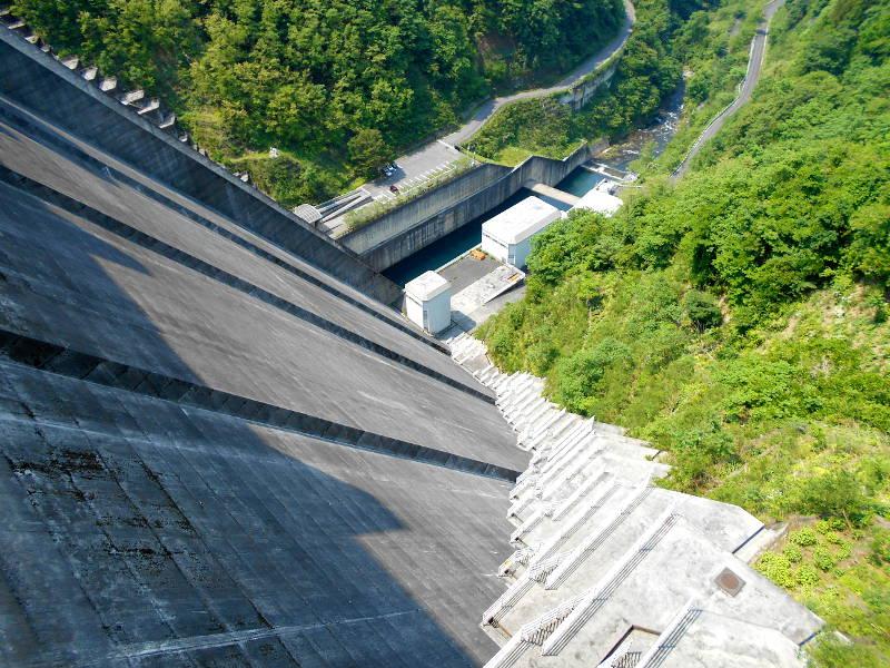 秩父・浦山ダム2016その3・ダムのてっぺんを探検-9727