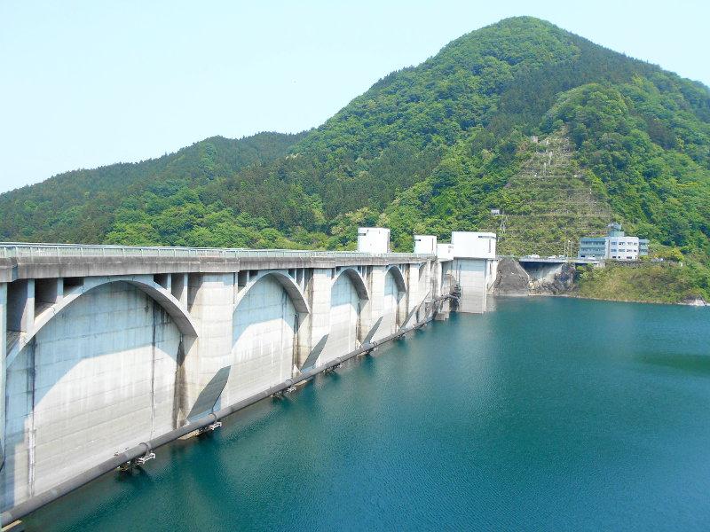 秩父・浦山ダム2016その3・ダムのてっぺんを探検-9731