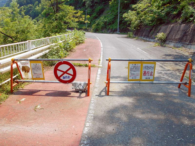 秩父・浦山ダム2016その3・ダムのてっぺんを探検-9732