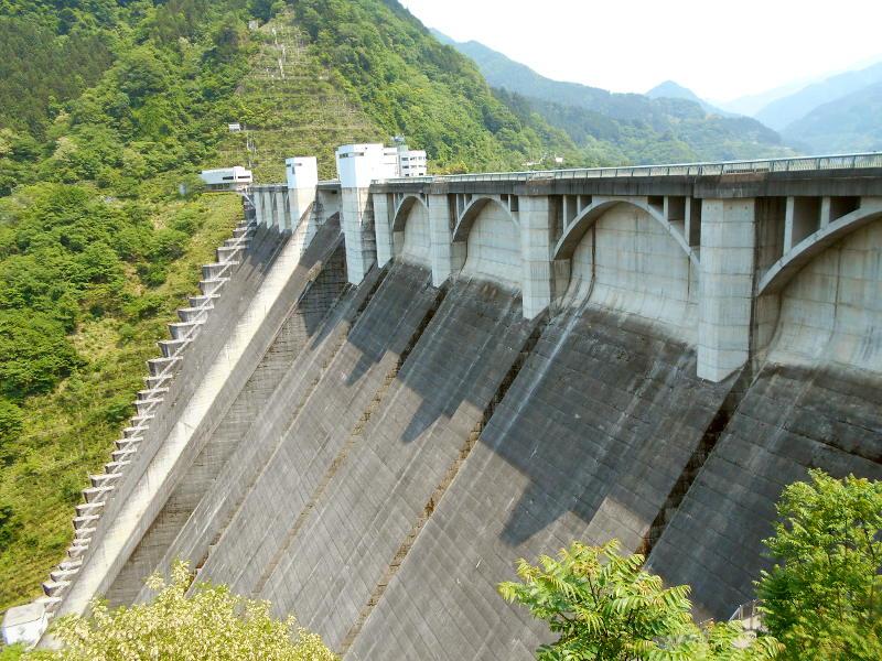 秩父・浦山ダム2016その3・ダムのてっぺんを探検-9733