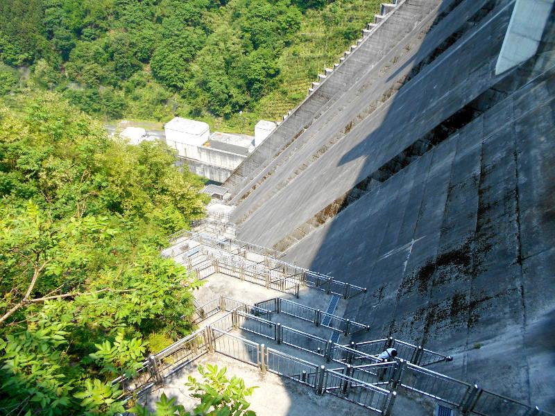 秩父・浦山ダム2016その4・ダムの階段との戦い-9803